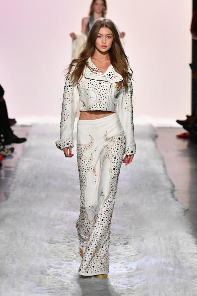 ニューヨークファッションウィーク「Jeremy Scott - Runway - February 2017 - New York Fashion Week: The Shows」:写真・画像(9)[壁紙.com]