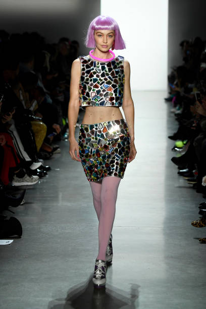 ニューヨークファッションウィーク「Jeremy Scott - Runway - February 2018 - New York Fashion Week: The Shows」:写真・画像(2)[壁紙.com]