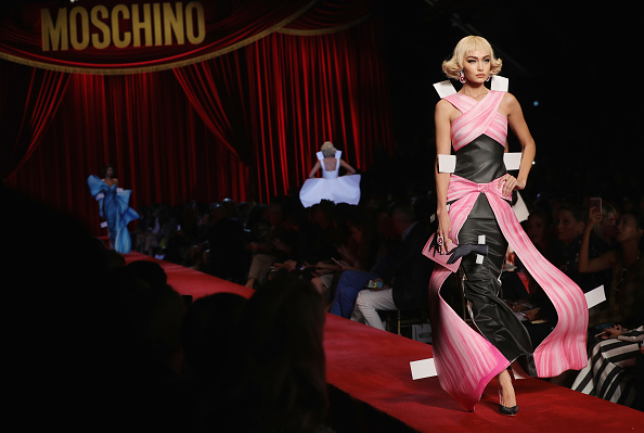 Milan「Moschino - Runway - Milan Fashion Week SS17」:写真・画像(12)[壁紙.com]