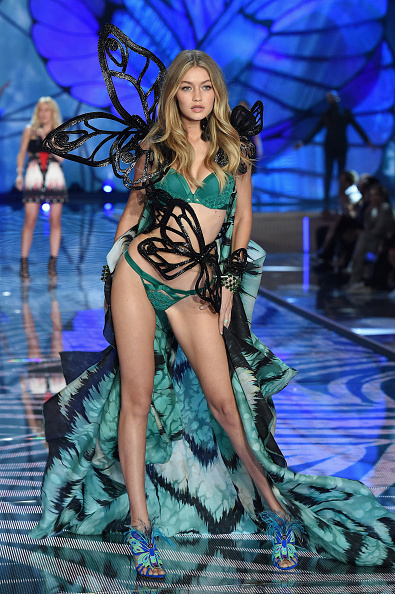 2015年「2015 Victoria's Secret Fashion Show - Show」:写真・画像(13)[壁紙.com]