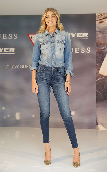 Double Denim「Gigi Hadid Greets Fans At Myer Macquarie Centre」:写真・画像(5)[壁紙.com]