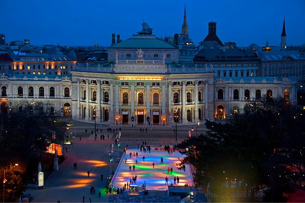 風景(季節別)「Ice Skating On Rathausplatz」:写真・画像(12)[壁紙.com]