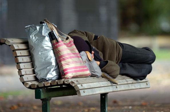 Homelessness「Homeless person sleeping on a park bench at Victor」:写真・画像(0)[壁紙.com]