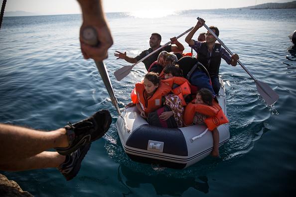 Passenger Craft「Migrants Begin Their Journey Through Europe In Kos」:写真・画像(3)[壁紙.com]