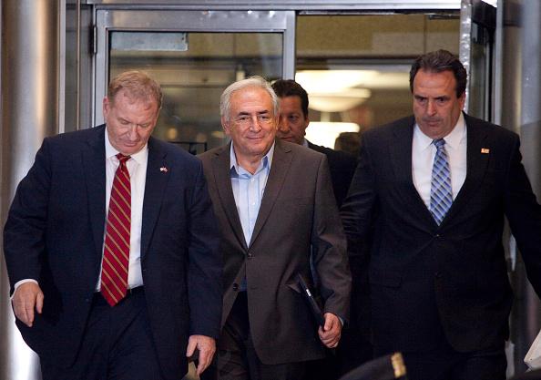 Michael Nagle「Dominique Strauss-Kahn Under House Arrest In New York City」:写真・画像(6)[壁紙.com]