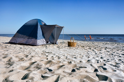 Camping Chair「Estonia, two folding chairs, wicker basket and a tent on Kauksi beach at Lake Peipus」:スマホ壁紙(9)