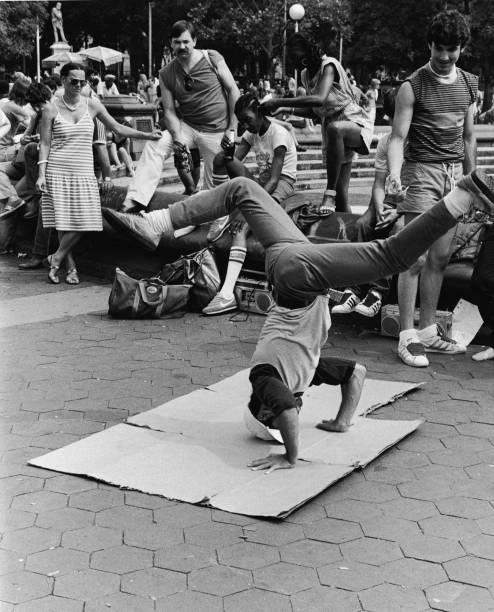 Breakdancing In Washington Square Park:ニュース(壁紙.com)