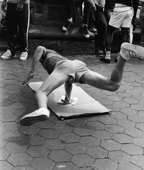 Leo Vals「Breakdancing In Washington Square Park」:写真・画像(15)[壁紙.com]