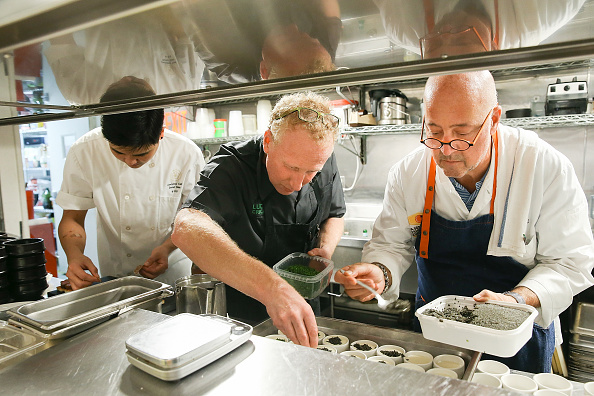 P「Food Network & Cooking Channel New York City Wine & Food Festival Presented By Capital One - Dinner With Andrew Zimmern and David Shim Part Of The Bank Of America Dinner Series Presented By The Wall Street Journal」:写真・画像(0)[壁紙.com]