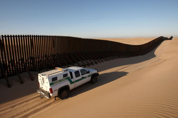 Mode of Transport「Construction Continues On Border Fence As Drug Violence Escalates In Mexico」:写真・画像(13)[壁紙.com]