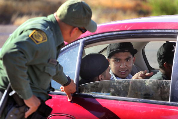 税関「Border Agents Struggle To Keep Immigrants From Illegally Crossing AZ Border」:写真・画像(0)[壁紙.com]