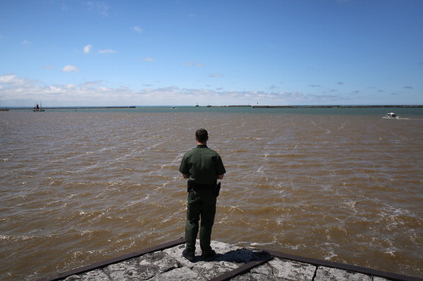 Great Lakes「U.S. Customs and Border Protection Monitors Canadian-American Border By Land, Air And River Patrols」:写真・画像(14)[壁紙.com]