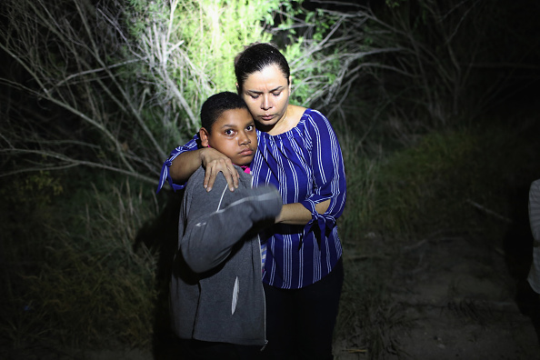John Moore「Border Patrol Agents Detain Migrants Near US-Mexico Border」:写真・画像(5)[壁紙.com]