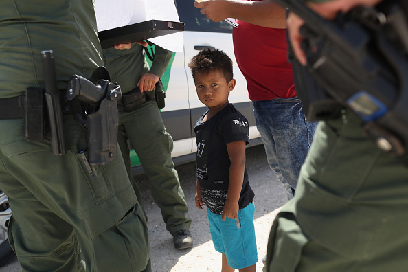 アメリカ合衆国「Border Patrol Agents Detain Migrants Near US-Mexico Border」:写真・画像(10)[壁紙.com]