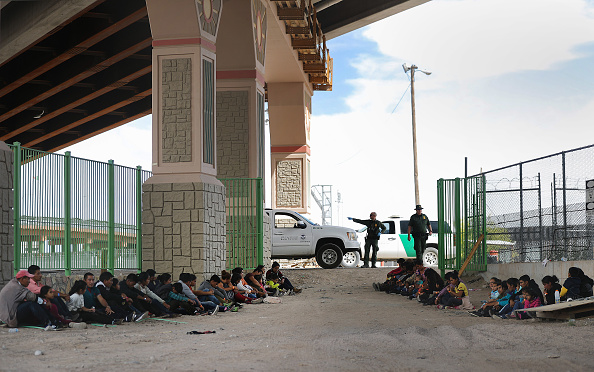 Refugee「Swelling Numbers Of Migrants Overwhelm Southern Border Crossings」:写真・画像(4)[壁紙.com]