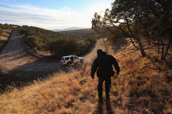 Arizona「Homeland Security Agencies Work To Secure U.S.-Mexico Border In Arizona」:写真・画像(18)[壁紙.com]
