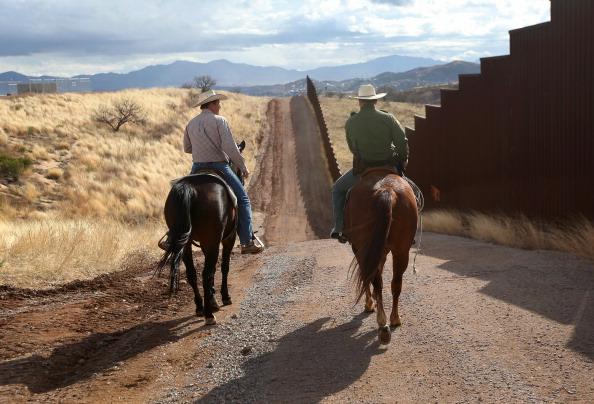 "United States Border Patrol「U.S. Border Patrol ""Ranch Liaisons"" Meet With Arizona Ranchers to Discuss Border Issues」:写真・画像(4)[壁紙.com]"