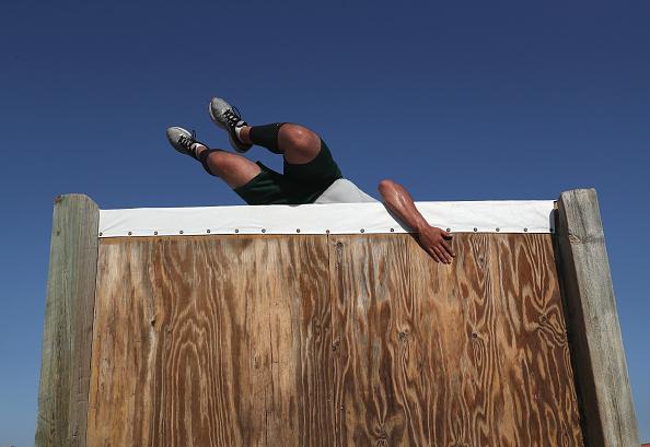 クライミング「New Agents Train At US Border Patrol Academy In New Mexico」:写真・画像(6)[壁紙.com]