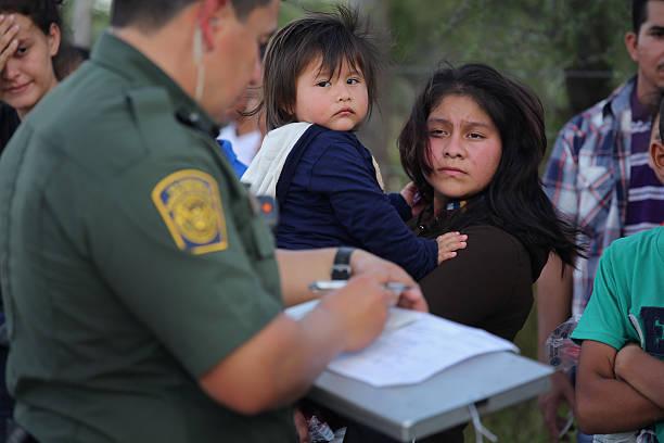 U.S. Border Agents Pursue Human And Drug Smugglers Near Mexican Border:ニュース(壁紙.com)
