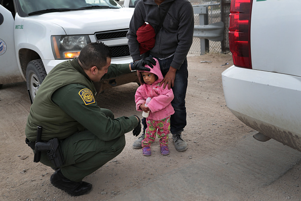 Law「U.S. Customs And Border Patrol Agents Patrol Border In El Paso, TX」:写真・画像(18)[壁紙.com]