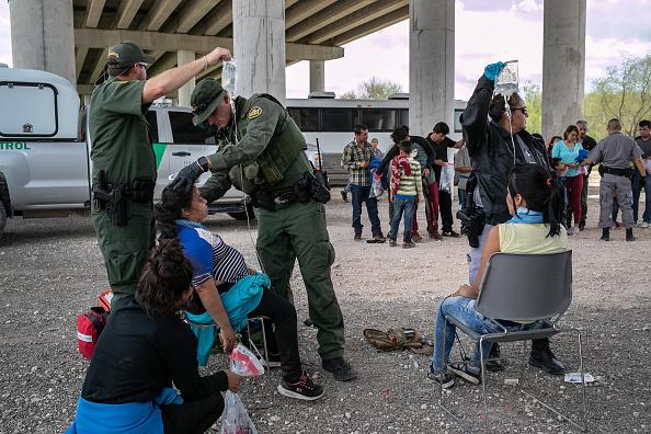 Southern USA「US Border Patrol Receives Asylum Seekers In Texas' Rio Grande Valley」:写真・画像(8)[壁紙.com]