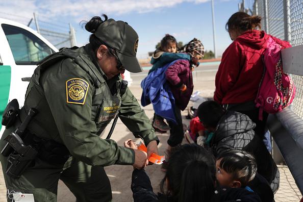 Border Patrol「U.S. Customs And Border Patrol Agents Patrol Border In El Paso, TX」:写真・画像(15)[壁紙.com]