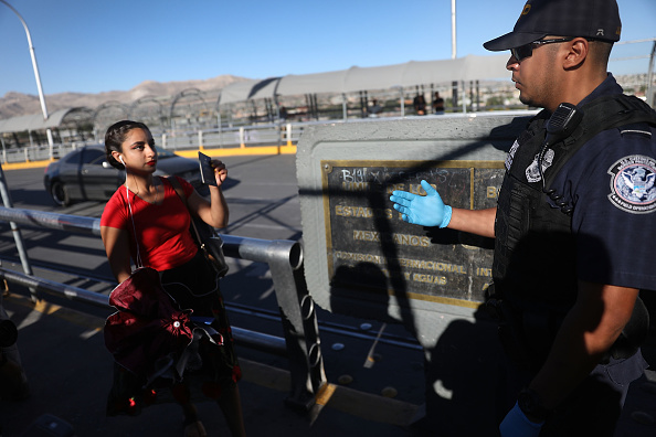 "Entering「President Trump's ""Zero Tolerance"" Mexico Border Policy Stirs Controversy And Confusion」:写真・画像(18)[壁紙.com]"