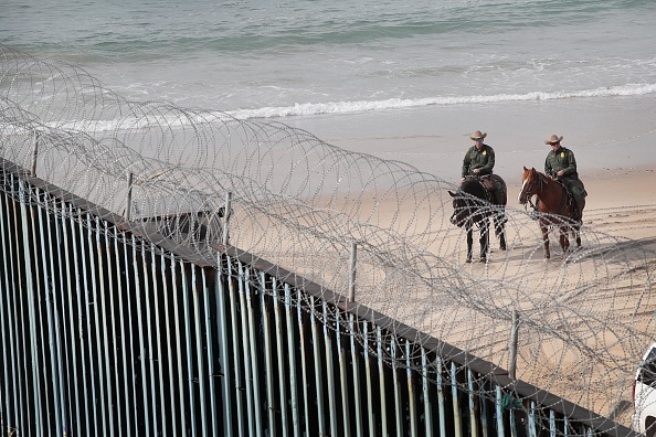 Baja California Peninsula「Border Wall Funding Remains The Debate After Government Shutdown Ends」:写真・画像(16)[壁紙.com]