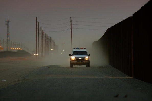 Dust「Construction Of Fence Along Mexican Border Picks Up Speed」:写真・画像(5)[壁紙.com]