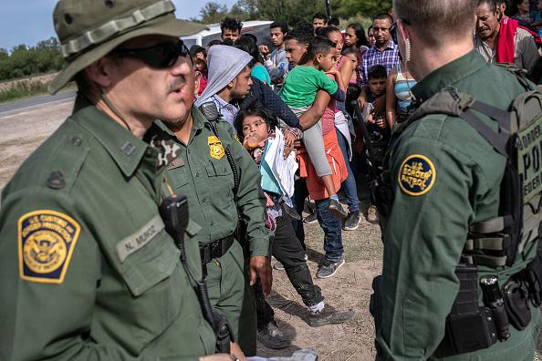 Border Patrol「US Border Patrol Receives Asylum Seekers In Texas' Rio Grande Valley」:写真・画像(13)[壁紙.com]