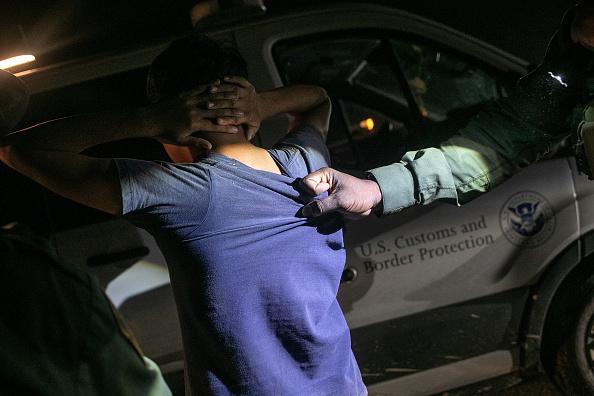 Law「U.S. Border Agents Patrol The Rio Grande Valley In Texas」:写真・画像(19)[壁紙.com]