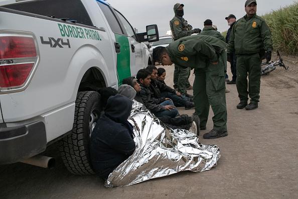 Detainee「US Border Agents Patrol Rio Grande Valley As Migrant Crossings Drop」:写真・画像(10)[壁紙.com]