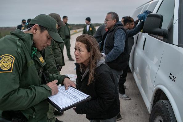Detainee「US Border Agents Patrol Rio Grande Valley As Migrant Crossings Drop」:写真・画像(11)[壁紙.com]