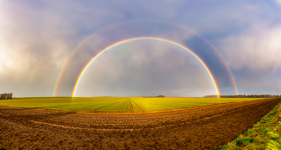 East Lothian「UK, Scotland, Panorama of double rainbow over agricultural field」:スマホ壁紙(10)