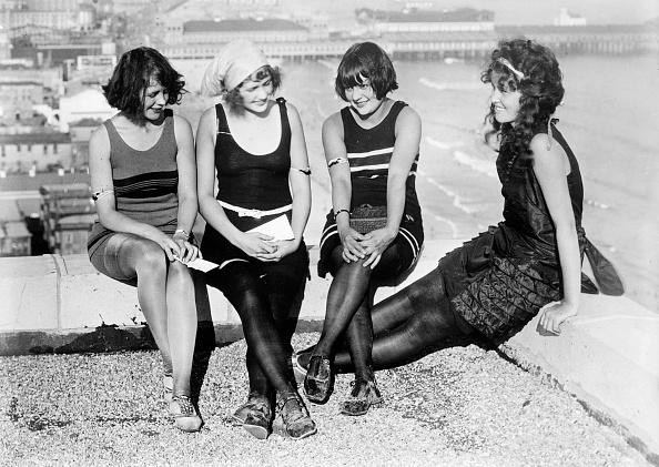Coney Island - Brooklyn「4 young women」:写真・画像(4)[壁紙.com]