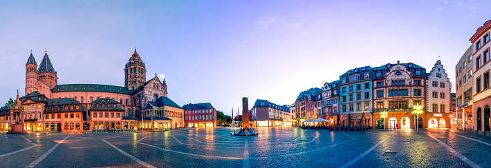 Town Square「Germany, Rhineland-Palatinate, Mainz, Mainz Cathedral and Cathedral Square in the evening」:スマホ壁紙(13)