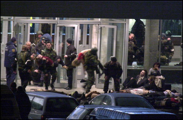 Moscow - Russia「Hostages Held By Chechen Rebels Freed In Moscow」:写真・画像(11)[壁紙.com]