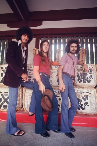 雄大「Grand Funk Railroad Photo Session At Shrine On Their First Visit To Japan」:写真・画像(1)[壁紙.com]