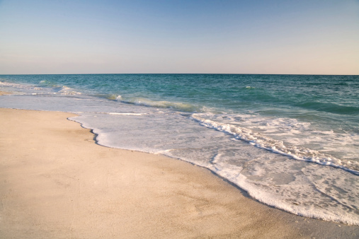 ビーチ「Sand, sky, and water on a Sarasota Beach at sunset.」:スマホ壁紙(1)