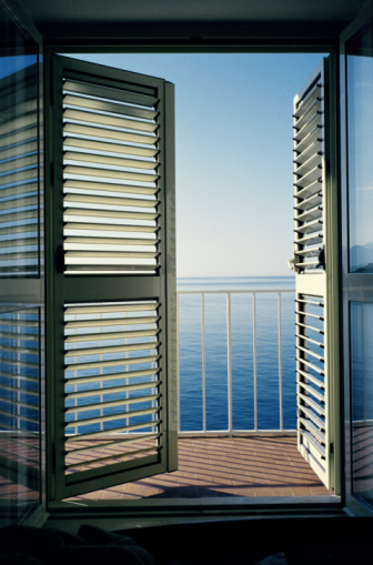 Railing「Croatia, Dubrovnik, view of the Adriatic Sea from apartment」:スマホ壁紙(12)