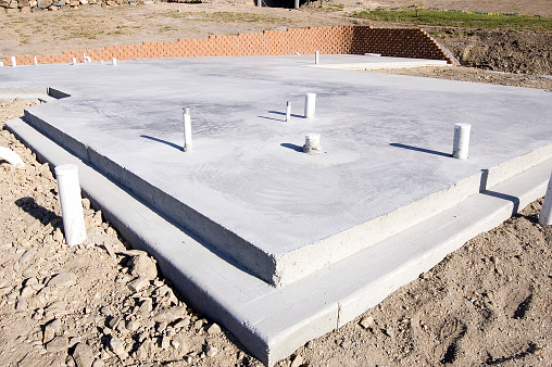 Concrete「An empty concrete slabs on a dirt lot」:スマホ壁紙(12)