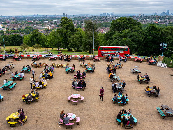 Alexandra Palace「UK Pubs And Restaurants Reopen After Coronavirus Lockdown」:写真・画像(7)[壁紙.com]