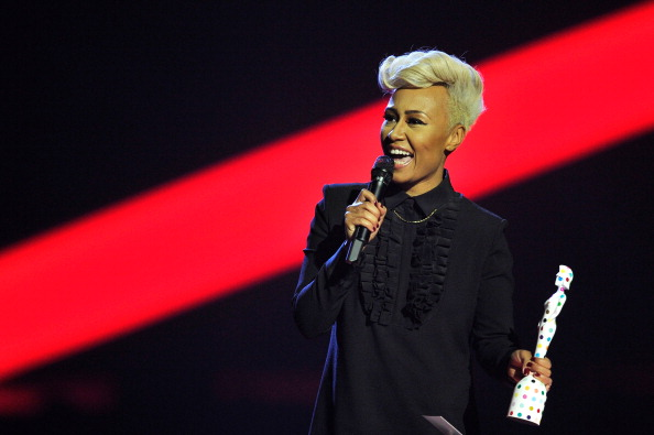 Bow Collar「Brit Awards 2013 - Show」:写真・画像(16)[壁紙.com]