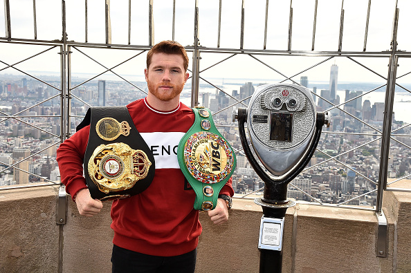 Saul Alvarez「Empire State Building Hosts Boxing Champs Canelo Alvarez And Rocky Fielding」:写真・画像(4)[壁紙.com]