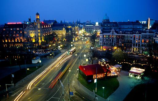 Amsterdam「Holland, Amsterdam, Leidseplein Street, traffic at dusk, elevated view」:スマホ壁紙(13)
