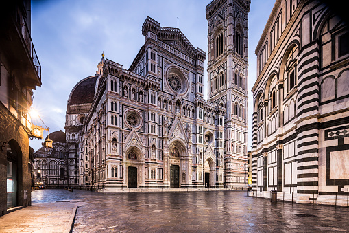 Cathedral「Piazza del Duomo and the Duomo in Florence.」:スマホ壁紙(15)