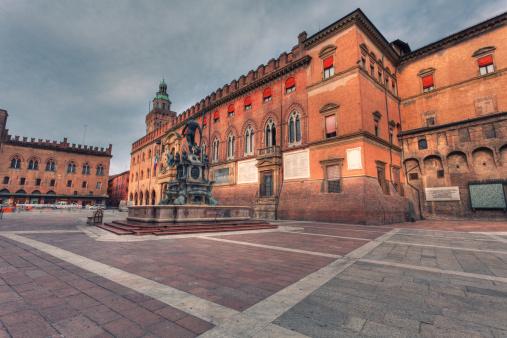 Town Square「Piazza del Nettuno in Bologna, Italy Landmark」:スマホ壁紙(10)
