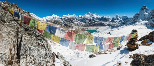 Khumbu「Mt Everest colourful prayer flags Himalaya peaks」:スマホ壁紙(18)