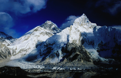 Khumbu Glacier「Mt Everest (8850m) & Nuptse (8501m) rise behind the Khumbu Glacier from Kala Pattar (5545m).」:スマホ壁紙(14)