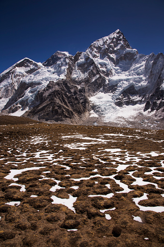 Khumbu「Mt Everest and Nuptse from Kala Patthar with patterned ground in the foreground, Gorak Shep, Everest Base Camp Trek, Nepal」:スマホ壁紙(19)